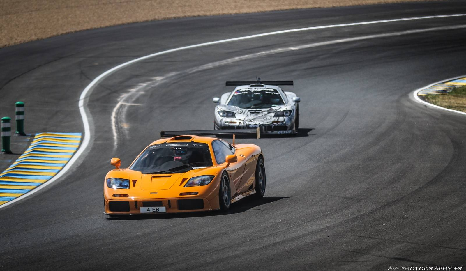 video mclaren f1 gtrs and p1 gtr hit le mans gtspirit. Black Bedroom Furniture Sets. Home Design Ideas