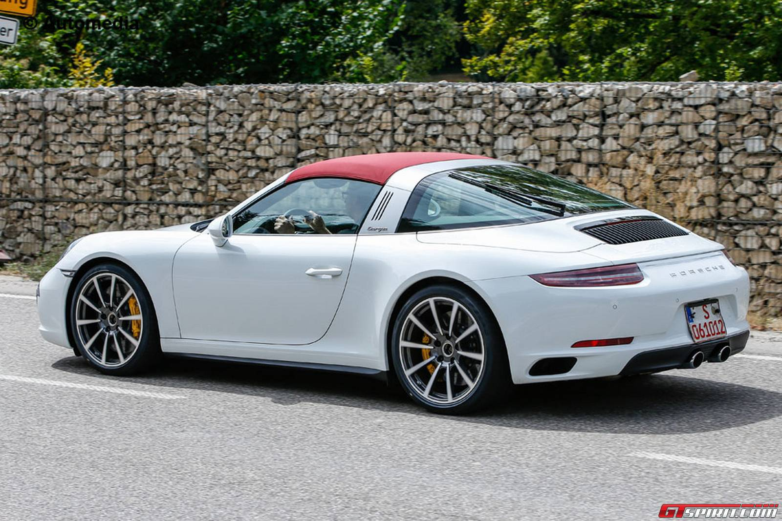 fully undisguised porsche 911 targa facelift spy shots gtspirit. Black Bedroom Furniture Sets. Home Design Ideas