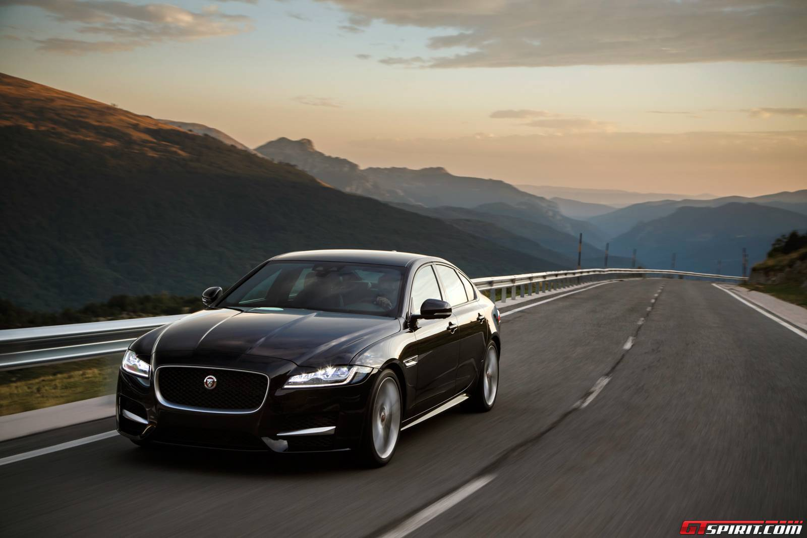 2016 jaguar xf and xf s review gtspirit. Black Bedroom Furniture Sets. Home Design Ideas