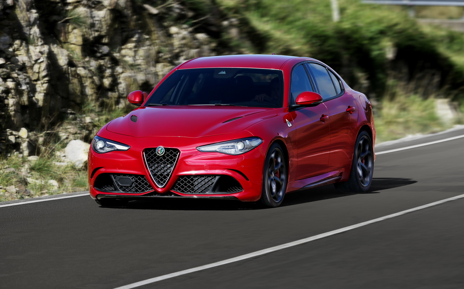 alfa romeo giulia qv priced and laps nurburgring in 7 39. Black Bedroom Furniture Sets. Home Design Ideas