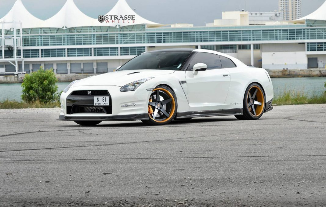 Alpha 9 Nissan GT-R with Strasse Wheels
