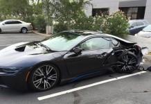 BMW i8 crashes in Arizona