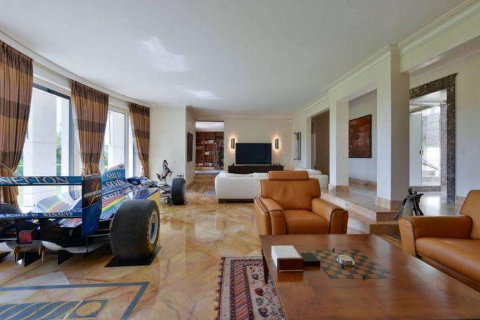 F1 Car in Villa