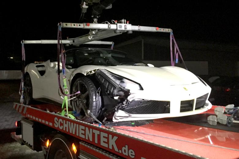 Ferrari 488 GTB crashes in Germany