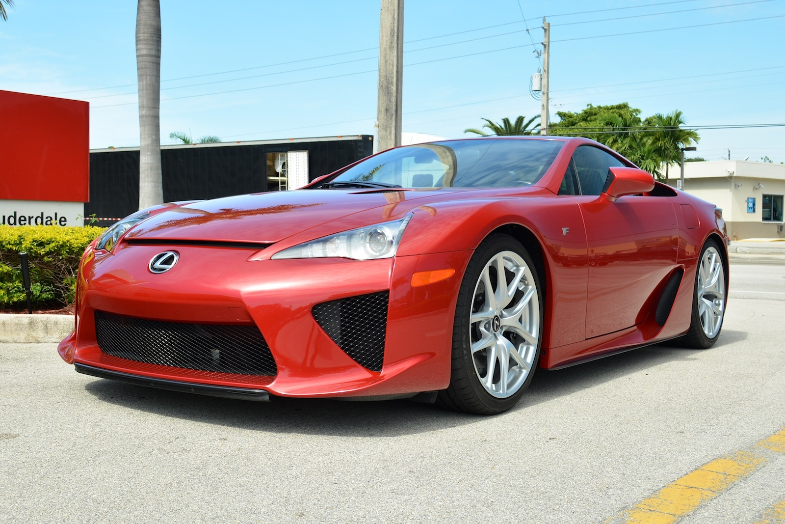 dark red lexus lfa for sale in the u s gtspirit. Black Bedroom Furniture Sets. Home Design Ideas