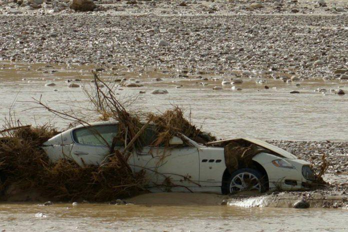 Maserati Quattroporte in river