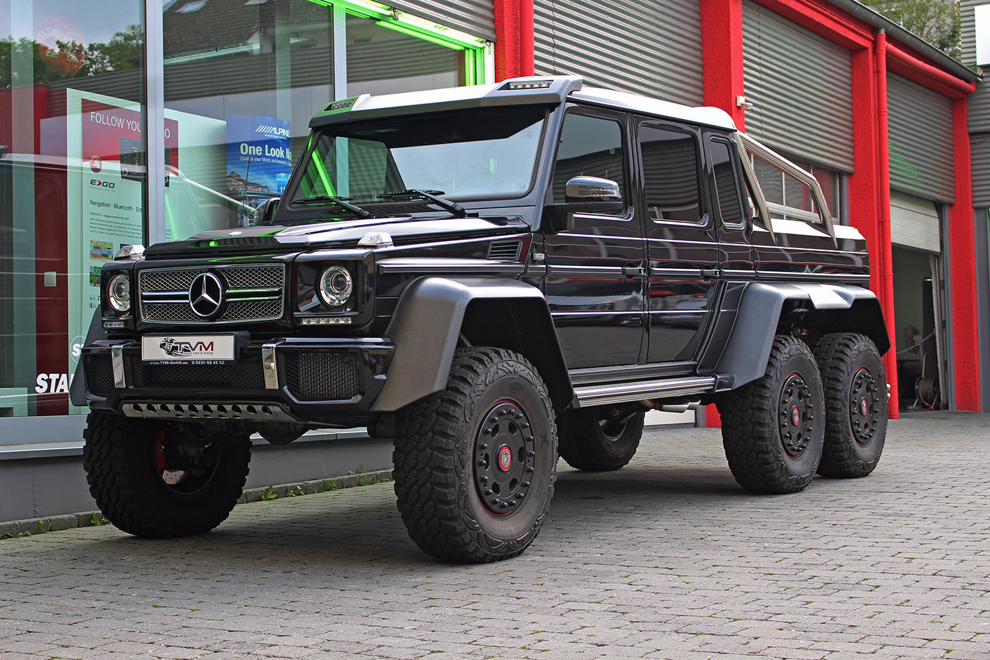 Black mercedes benz g63 amg 6x6 for sale gtspirit for Camioneta mercedes benz