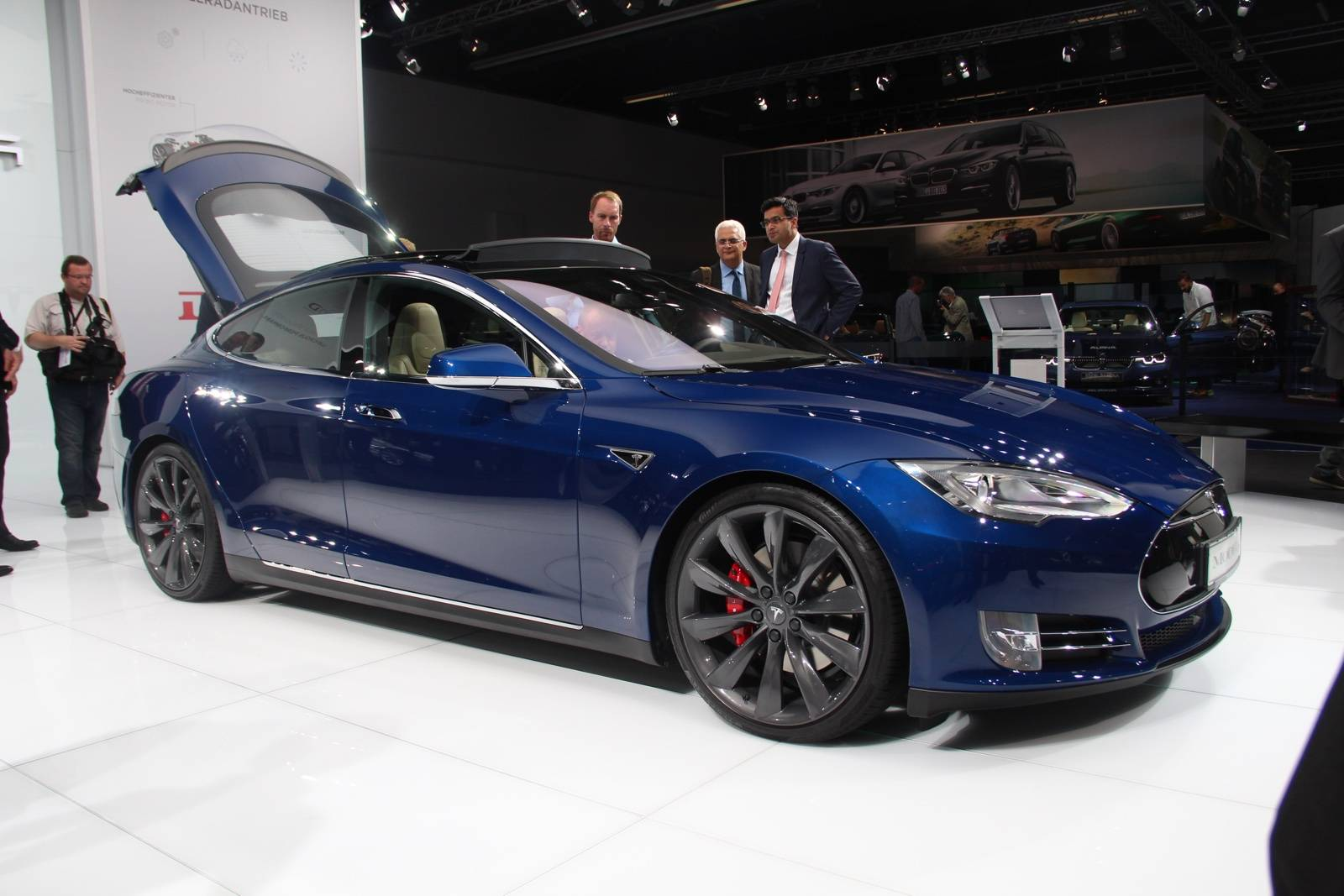 motor show tesla tesla model s frankfurt 2015 tesla model s p90d. Black Bedroom Furniture Sets. Home Design Ideas