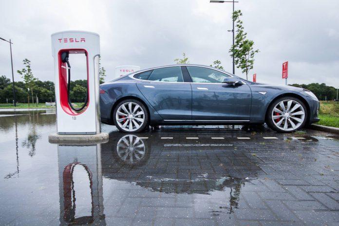 Tesla Model S P85D Charging
