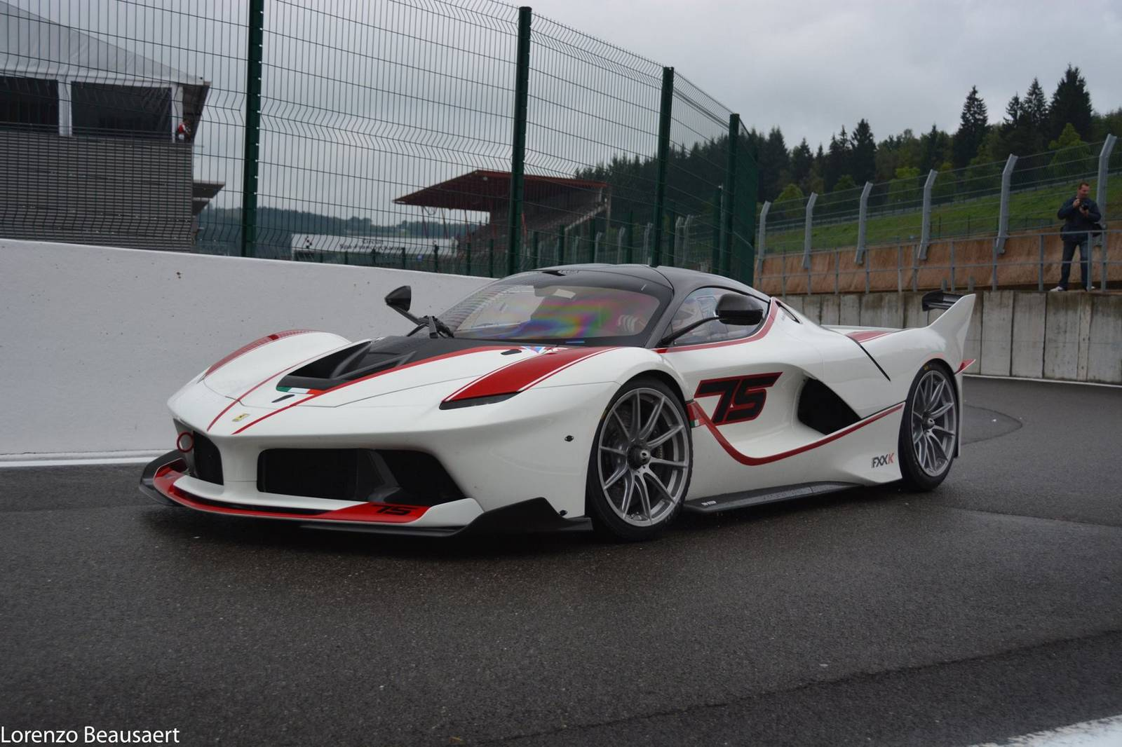 gorgeous white ferrari fxx k stuns at spa gtspirit. Black Bedroom Furniture Sets. Home Design Ideas