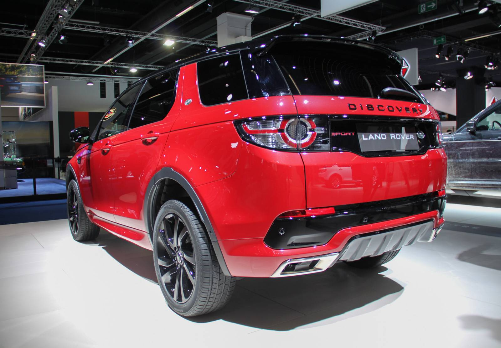 frankfurt 2015 land rover discovery sport hse dynamic lux gtspirit. Black Bedroom Furniture Sets. Home Design Ideas