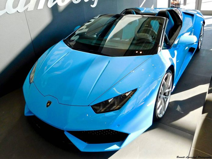 Blue Lamborghini Huracan Spyder