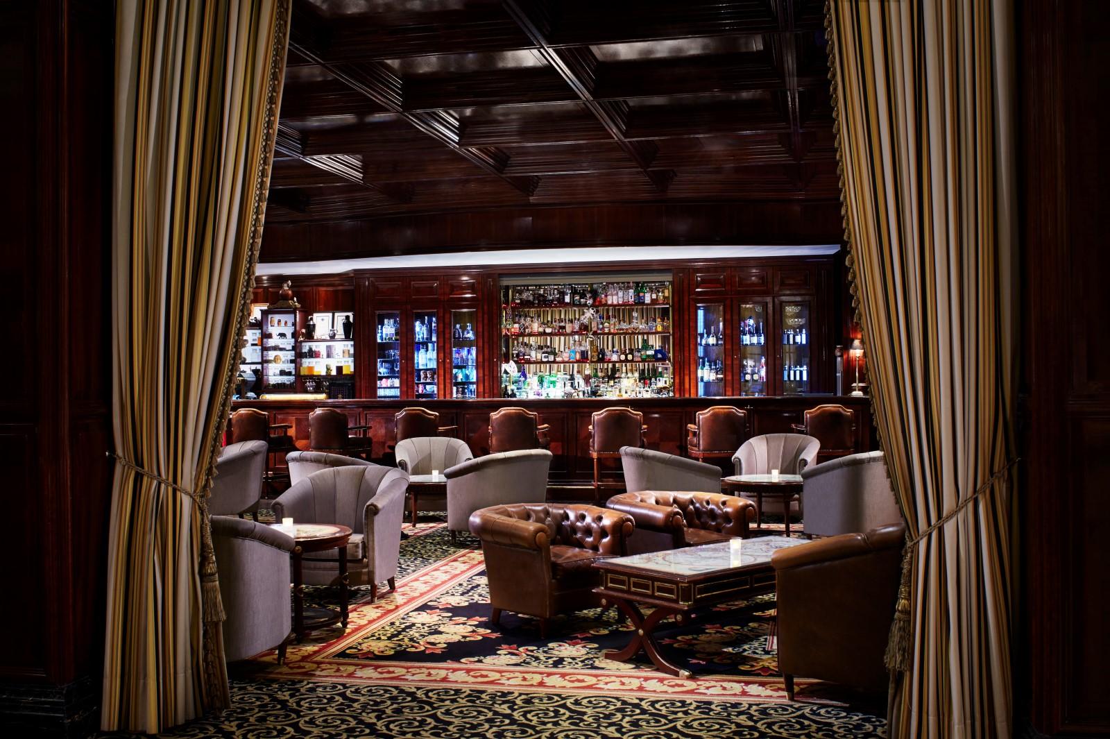 the ritz carlton berlin hotel review gtspirit. Black Bedroom Furniture Sets. Home Design Ideas