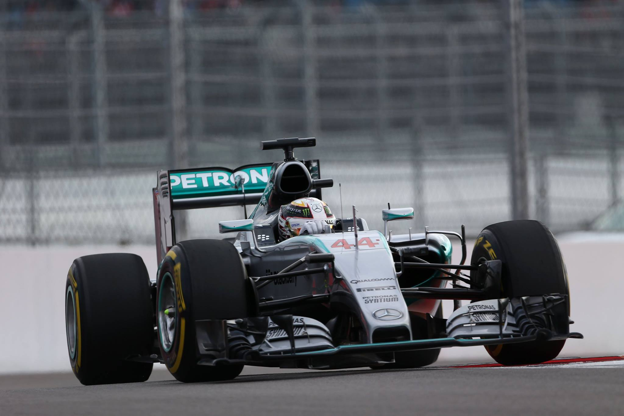 formula 1 hamilton wins russian gp as rosberg hits rock bottom gtspirit. Black Bedroom Furniture Sets. Home Design Ideas