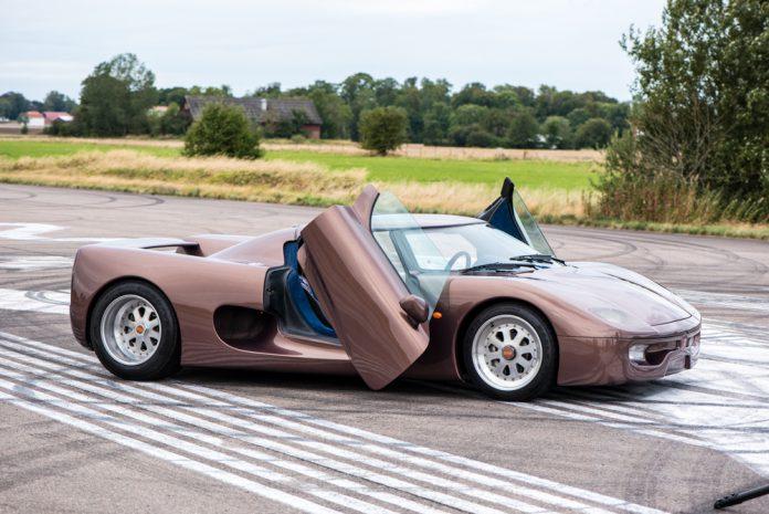 World's first Koenigsegg doors up