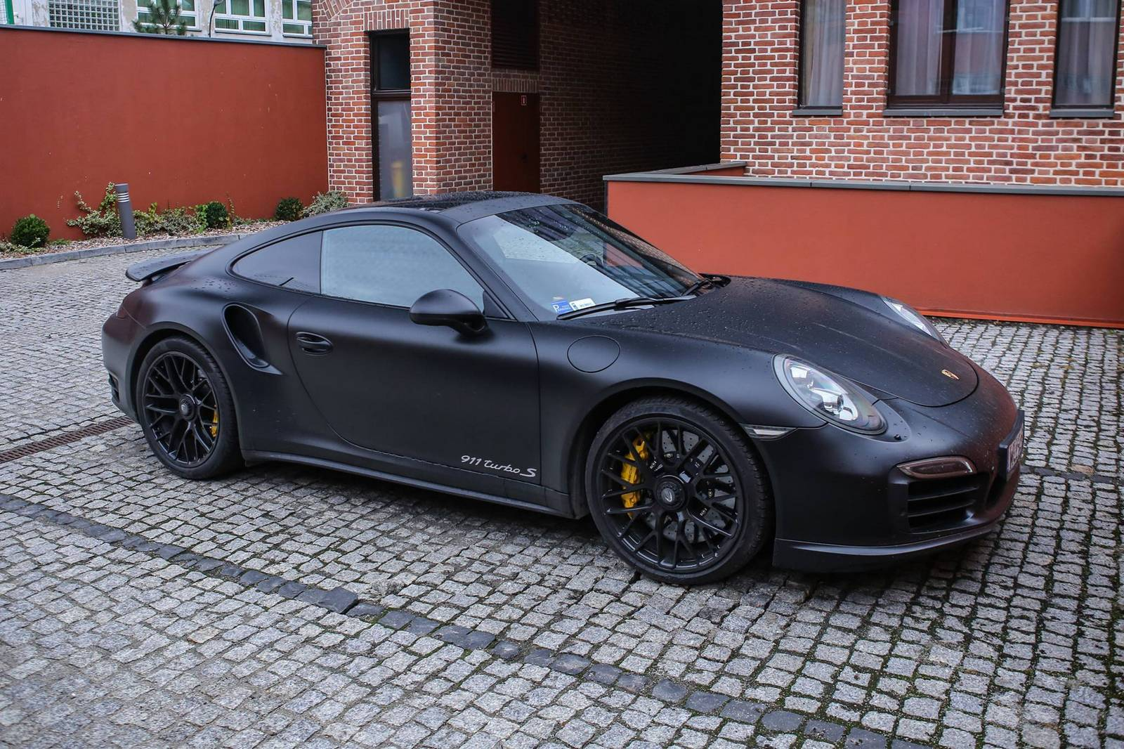 stunning matte black porsche 911 turbo s gtspirit. Black Bedroom Furniture Sets. Home Design Ideas