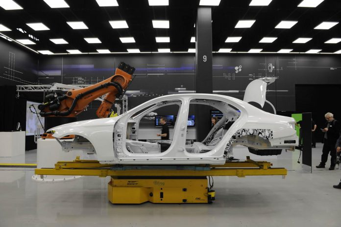 Mercedes-Benz E-Class body side