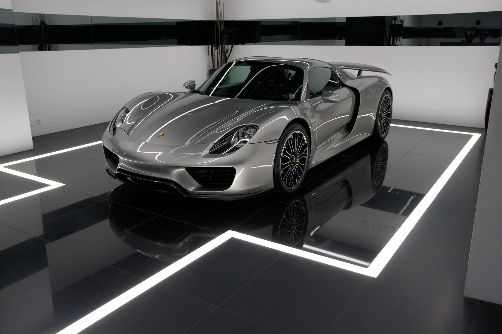swiss porsche 918 spyder for sale gtspirit. Black Bedroom Furniture Sets. Home Design Ideas
