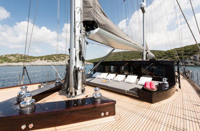 Sailing Yacht RoxStar sundeck