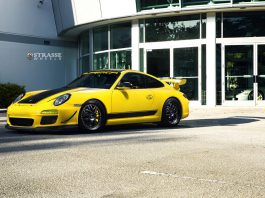 Speed Yellow Porsche 911 GT3 with strasse wheels