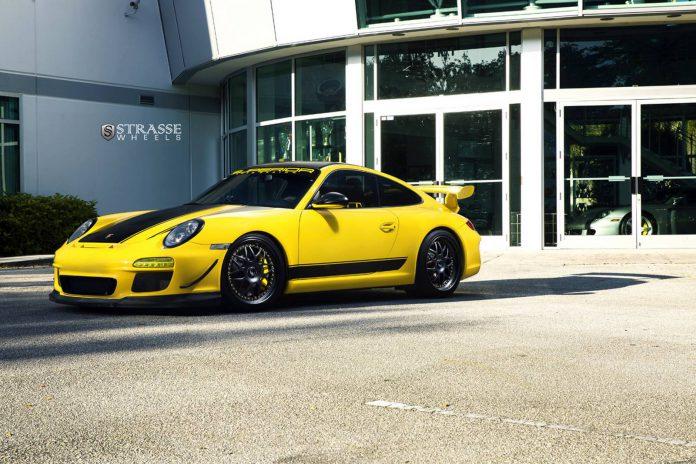 Speed Yellow Porsche 911 GT3 with strasse wheels