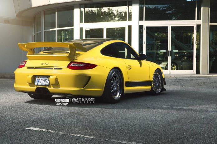 Speed Yellow Porsche 911 GT3