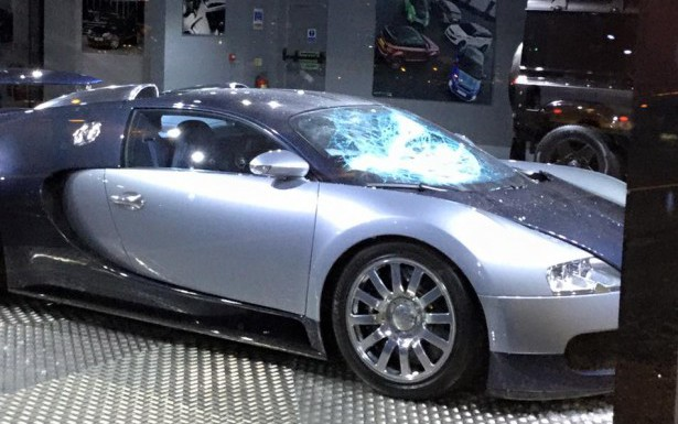 Afzal Kahn's Bugatti Veyron Vandalised in Showroom