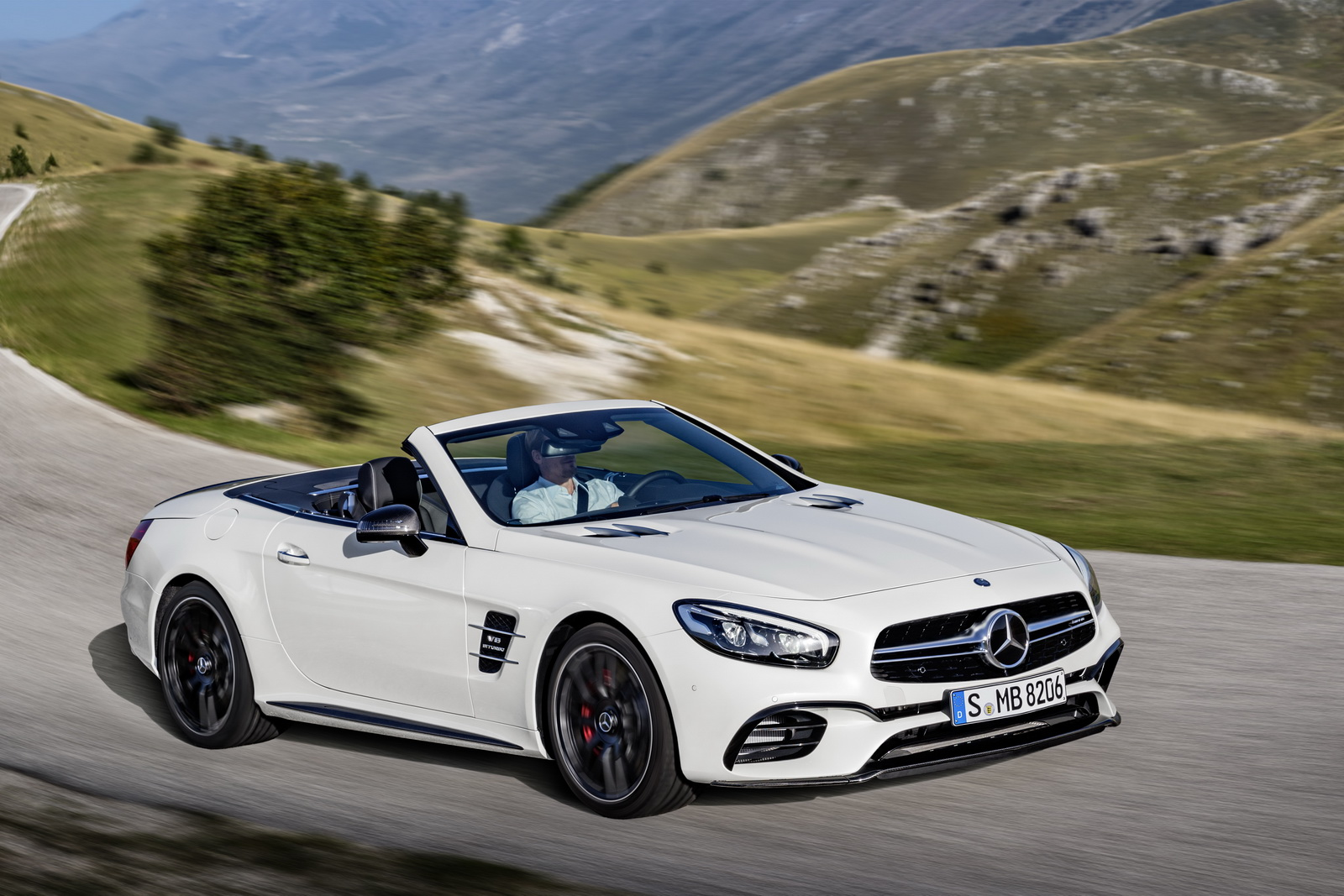 2017 mercedes amg sl 63 priced at 114 100 in the uk gtspirit. Black Bedroom Furniture Sets. Home Design Ideas