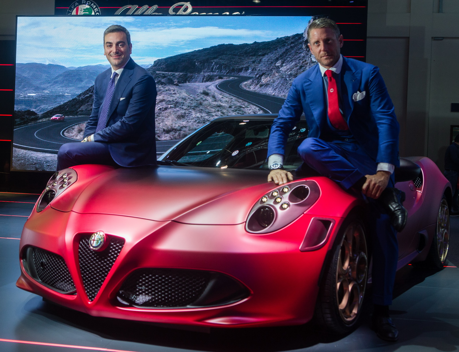 Alfa romeo shows off special edition 4c gtspirit for Garage specialiste alfa romeo