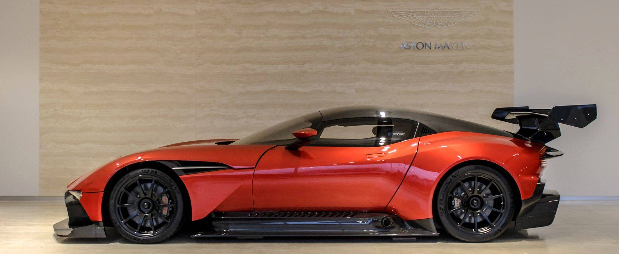 first aston martin vulcan arrives in the us gtspirit. Black Bedroom Furniture Sets. Home Design Ideas