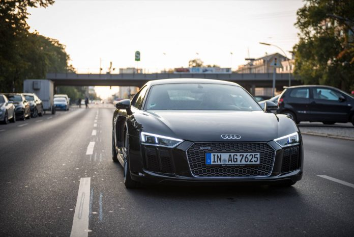 Audi R8 V10 Plus city driving
