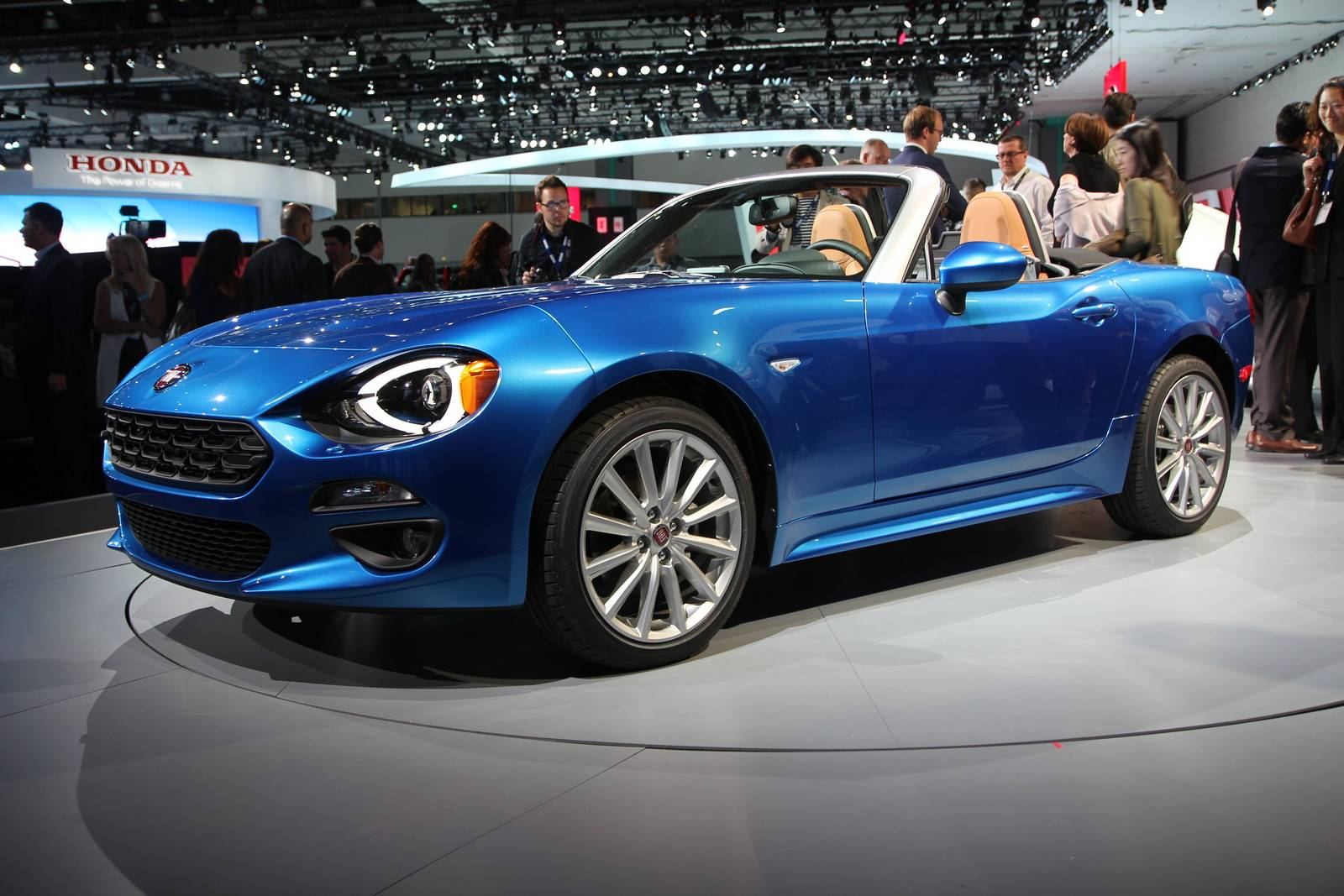 Los angeles 2015 fiat 124 spider gtspirit for Fiat 124 spider motor