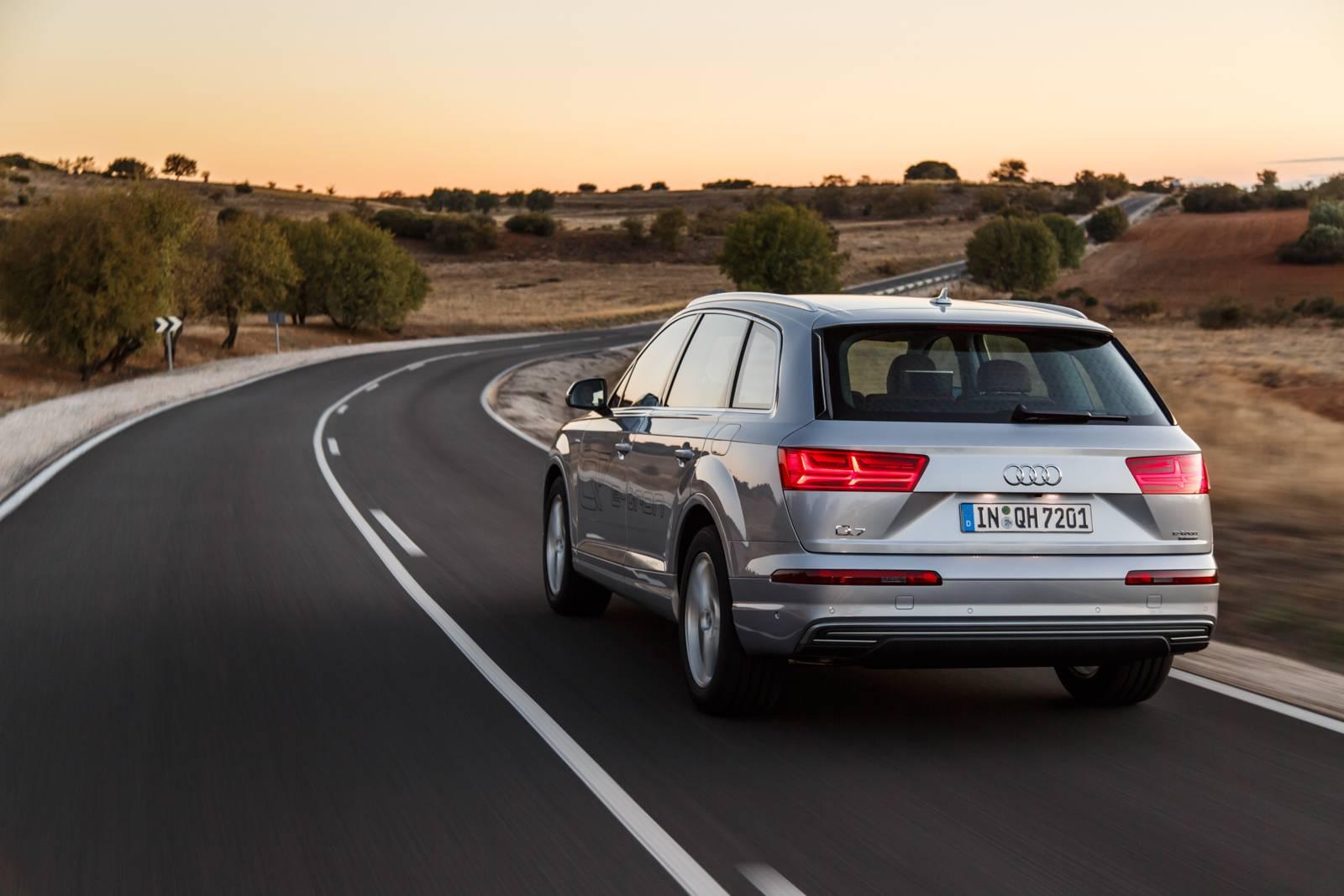 2016 Audi Q7 e-tron quattro rear