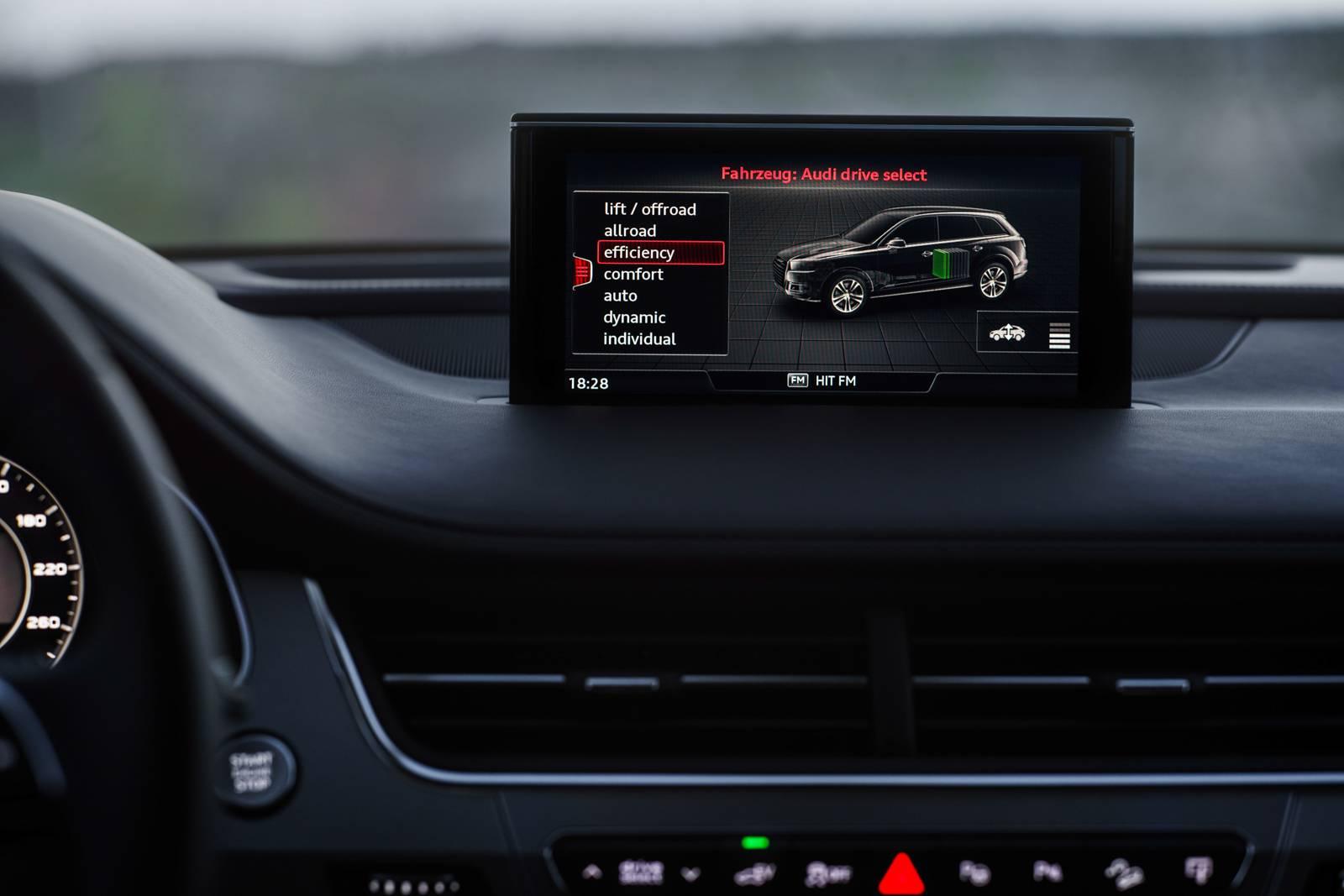 Audi Q7 e-tron quattro MMI