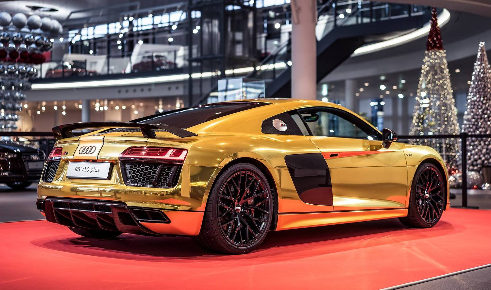golden audi r8 v10 plus revealed gtspirit. Black Bedroom Furniture Sets. Home Design Ideas