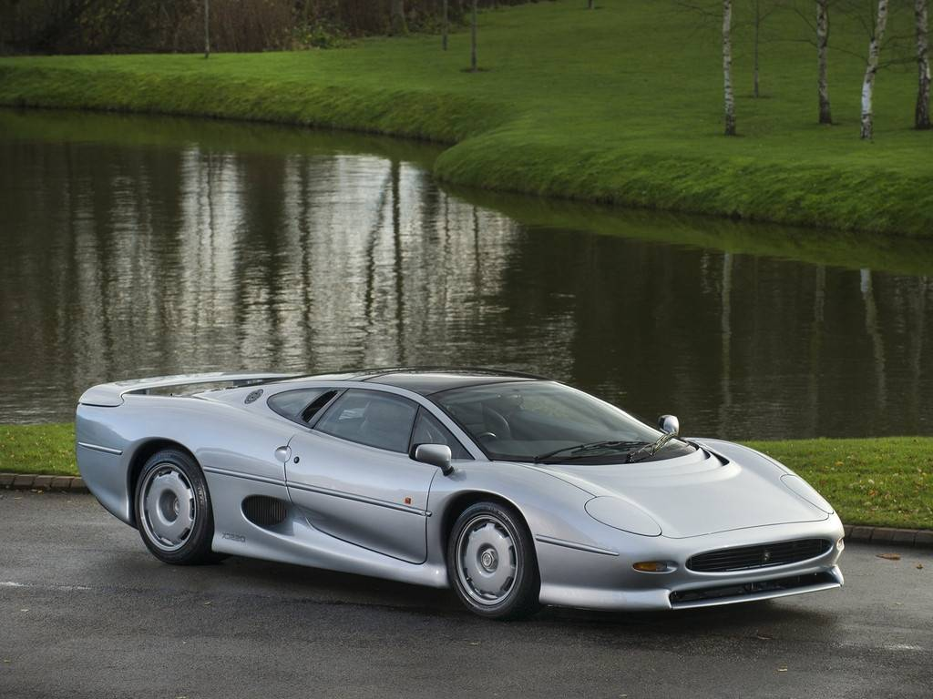 Whats The Fastest Car In The World >> 1 of only 69 RHD Jaguar XJ220 For Sale at $492K - GTspirit