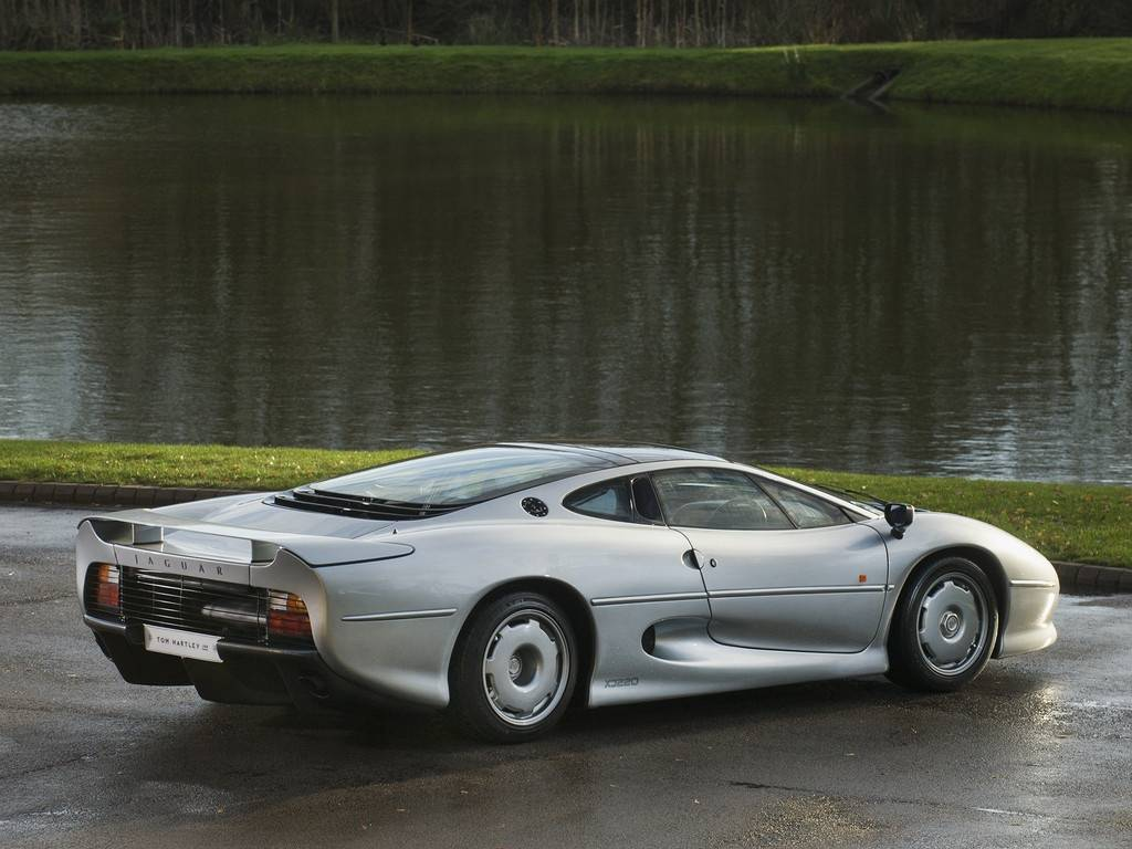 The Fastest Car In The World 2015 >> 1 of only 69 RHD Jaguar XJ220 For Sale at $492K - GTspirit