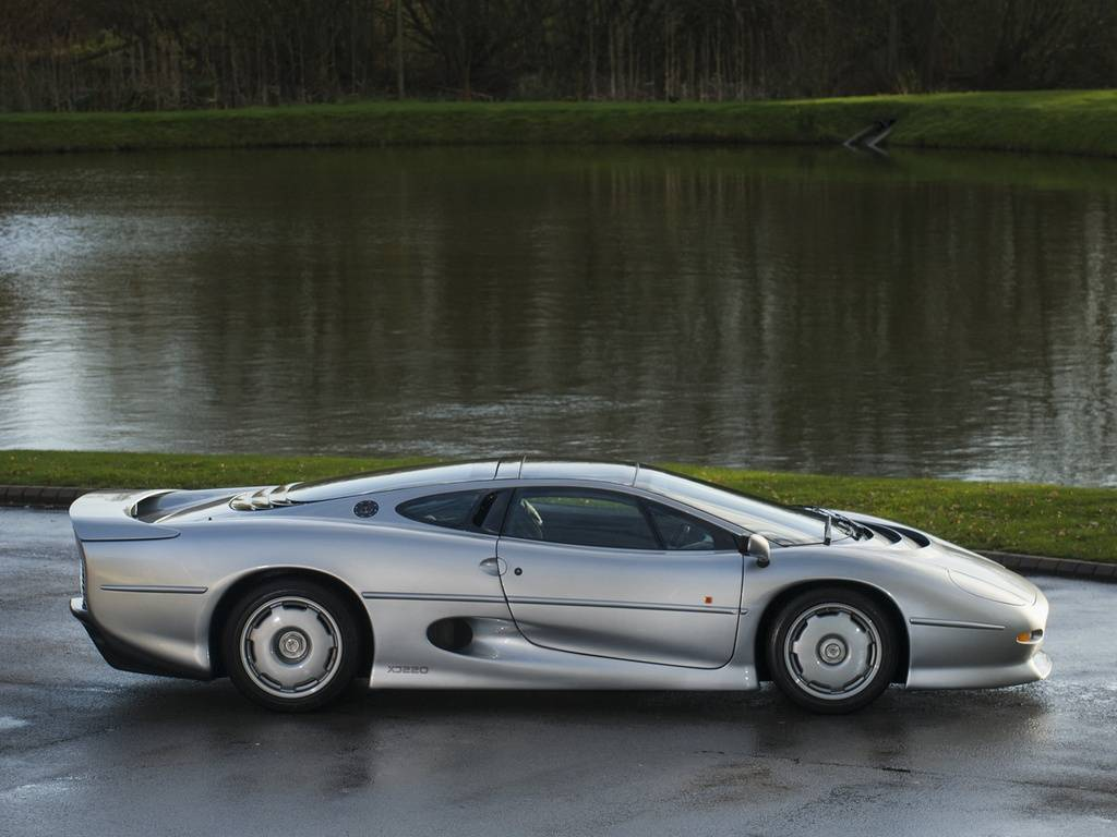 Fastest Car In The World 2015 >> 1 of only 69 RHD Jaguar XJ220 For Sale at $492K - GTspirit
