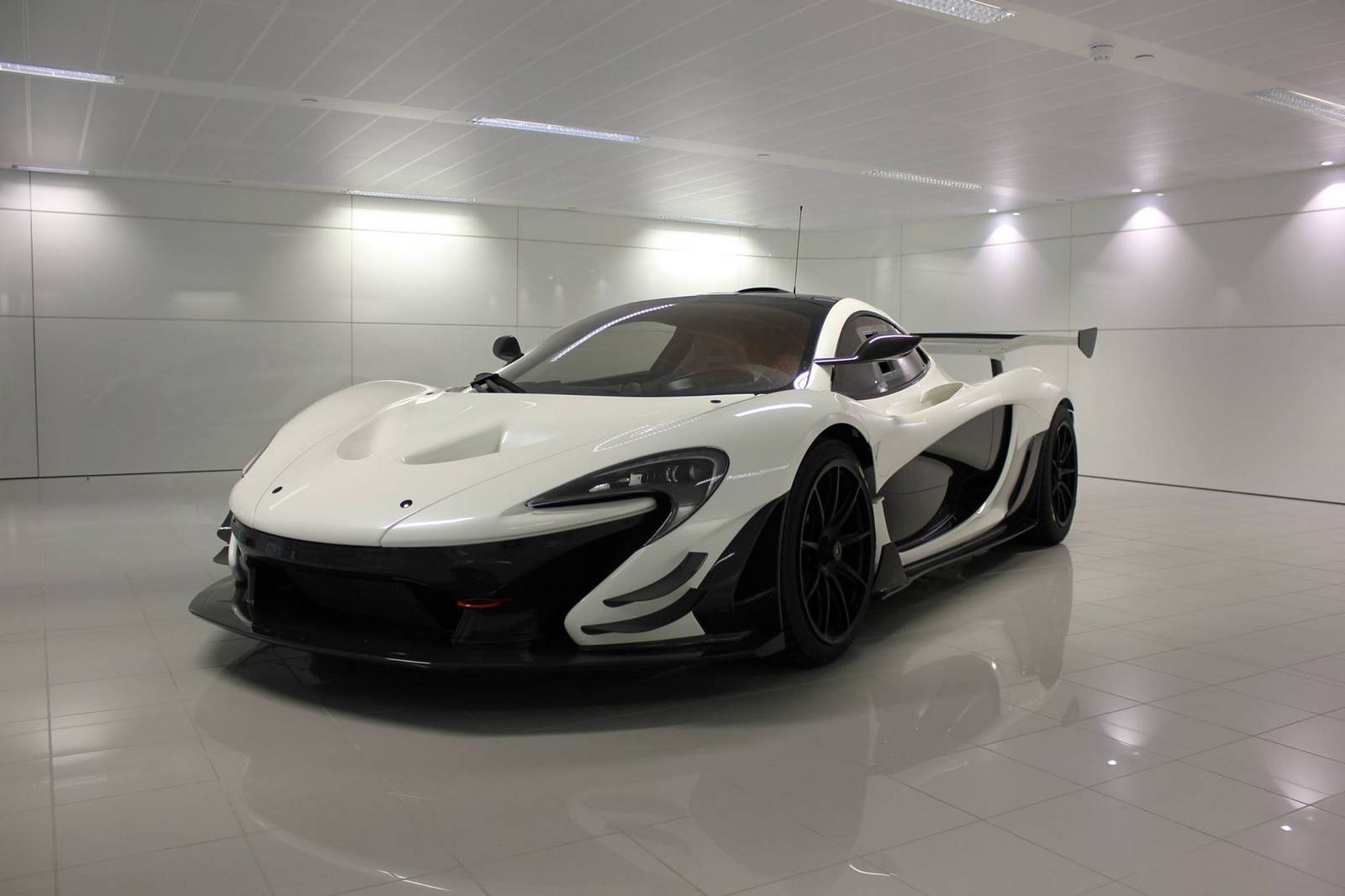 white mclaren p1 gtr headed to sweden gtspirit. Black Bedroom Furniture Sets. Home Design Ideas