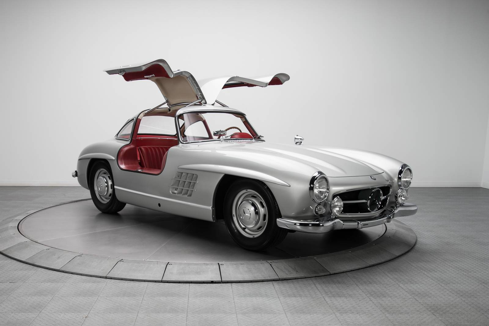 1954 mercedes benz 300 sl sells for a staggering 1 9 for Mercedes benz small car