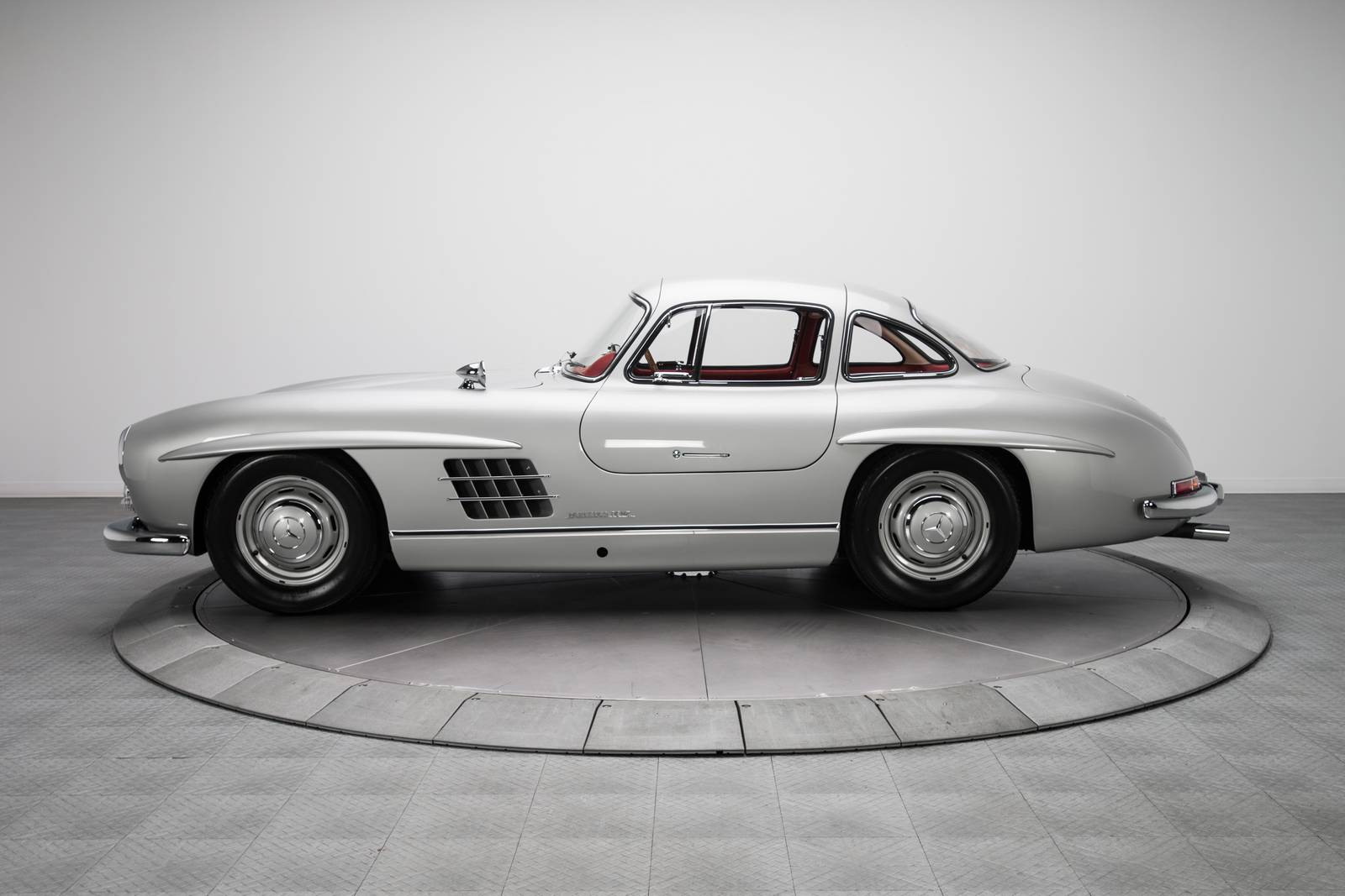 1954 Mercedes Benz 300 Sl Sells For A Staggering 1 9