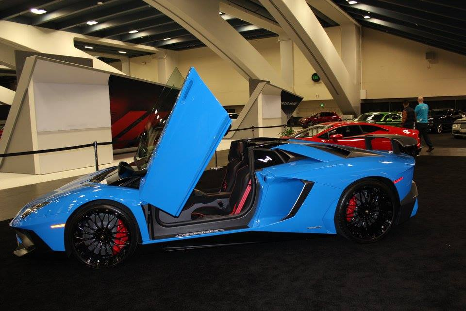 Blu Nova Lamborghini Aventador SV Roadster
