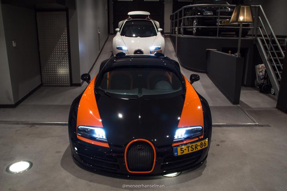 get paid to drive a bugatti veyron everyday carhoots. Black Bedroom Furniture Sets. Home Design Ideas