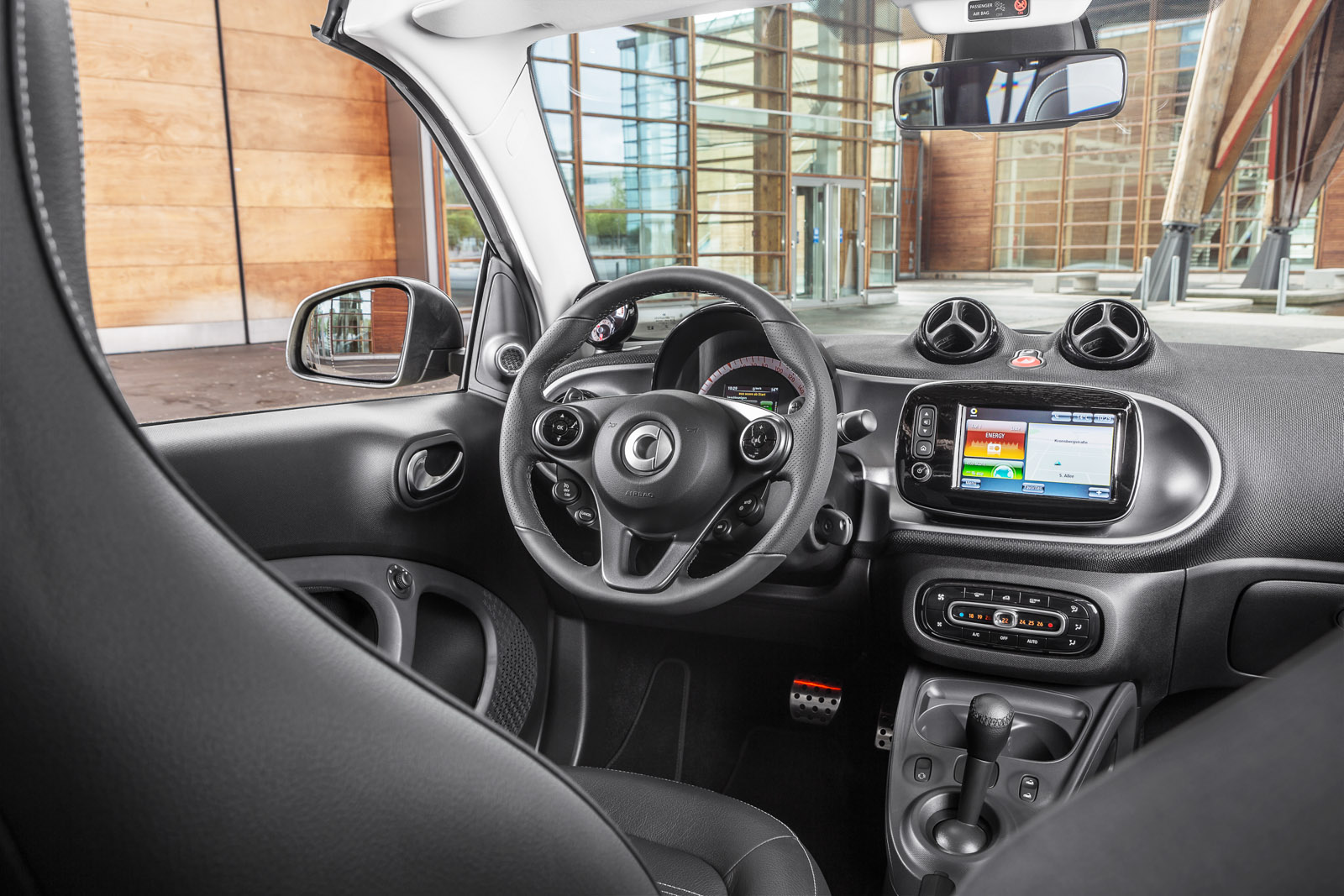 2017 smart fortwo cabrio review gtspirit for Smart interieur