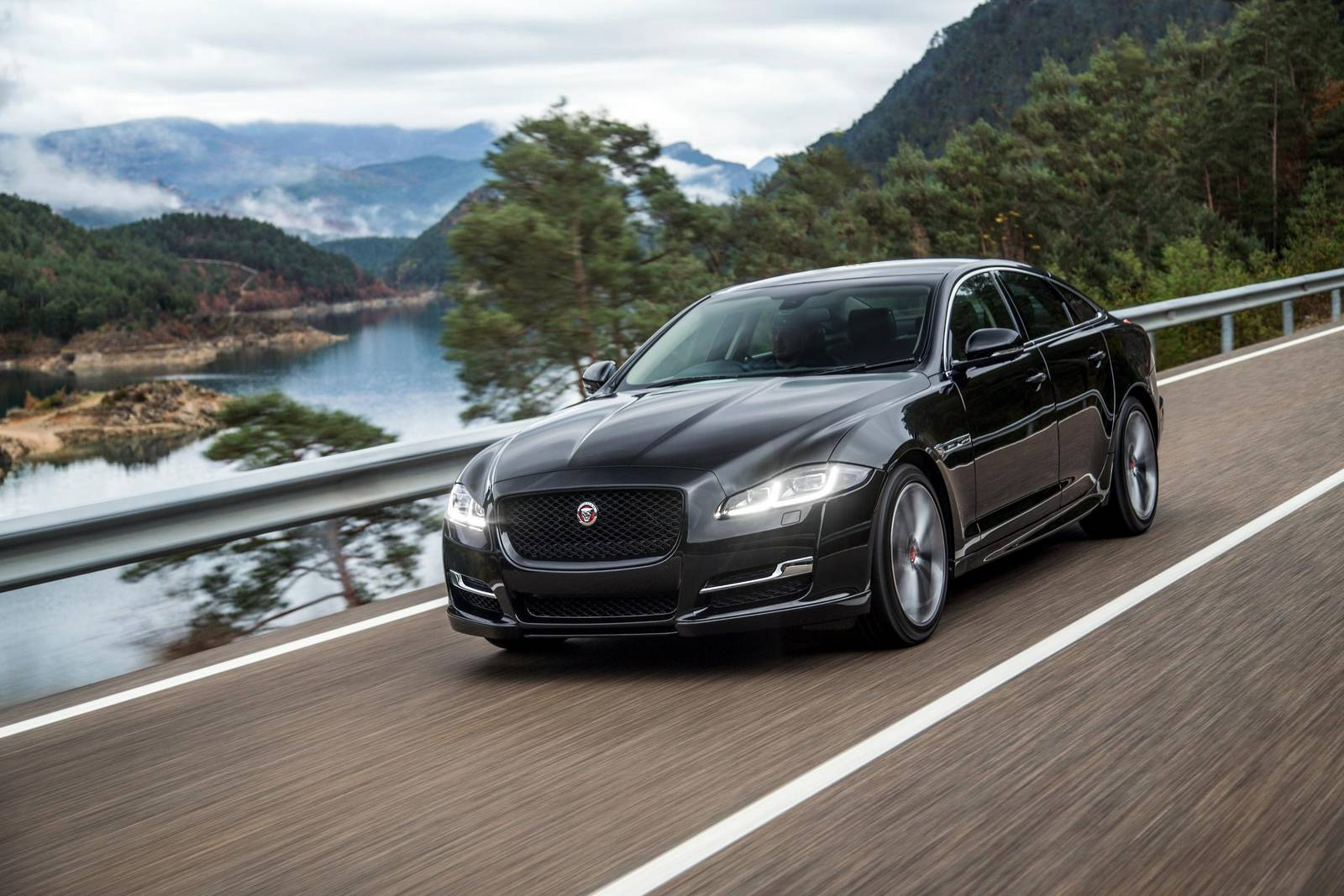 Jaguar 2018 Xj >> Jaguar XJ to be Replaced with New Model - GTspirit