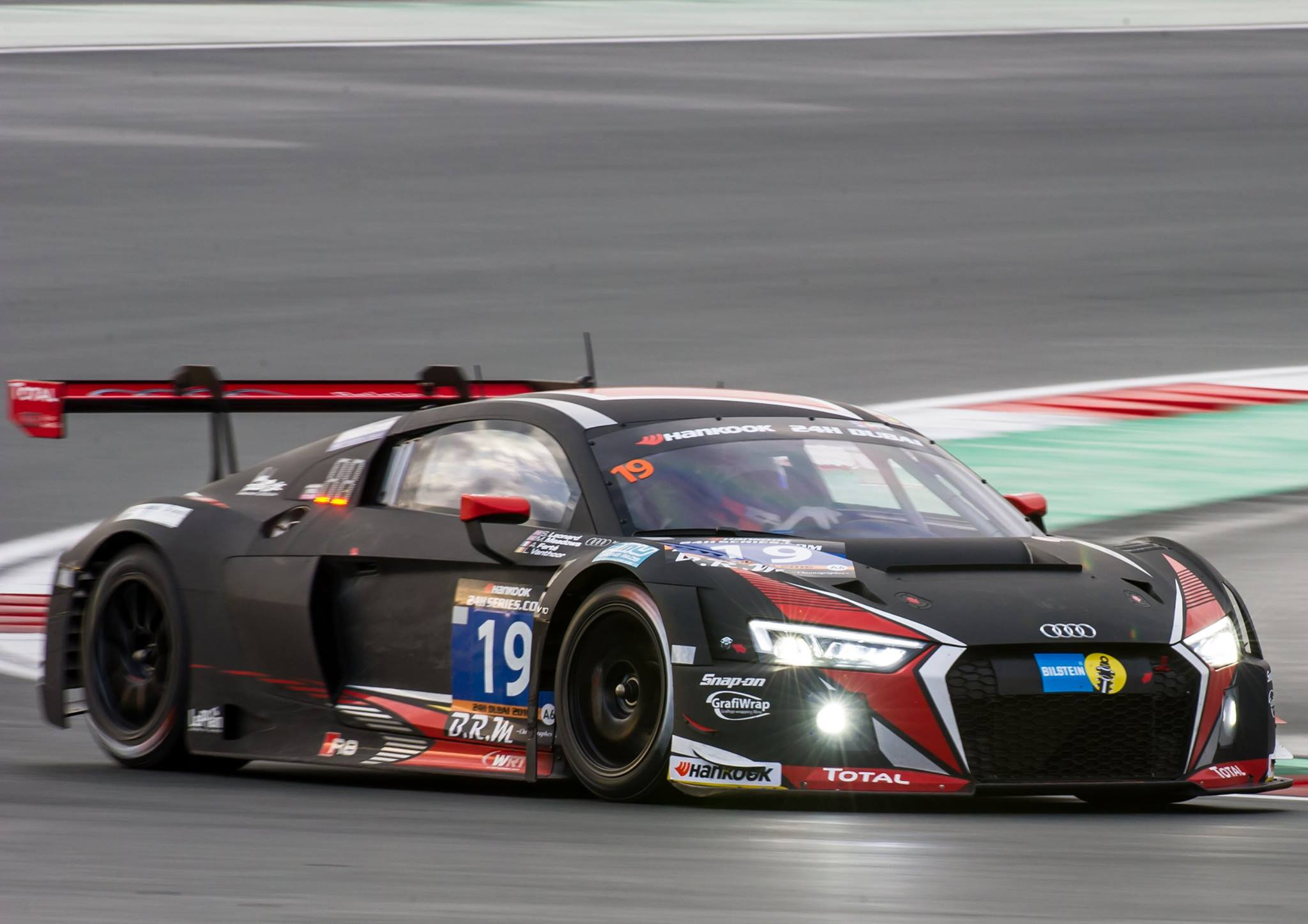 audi scores double podium victory at 24 hours of dubai gtspirit. Black Bedroom Furniture Sets. Home Design Ideas