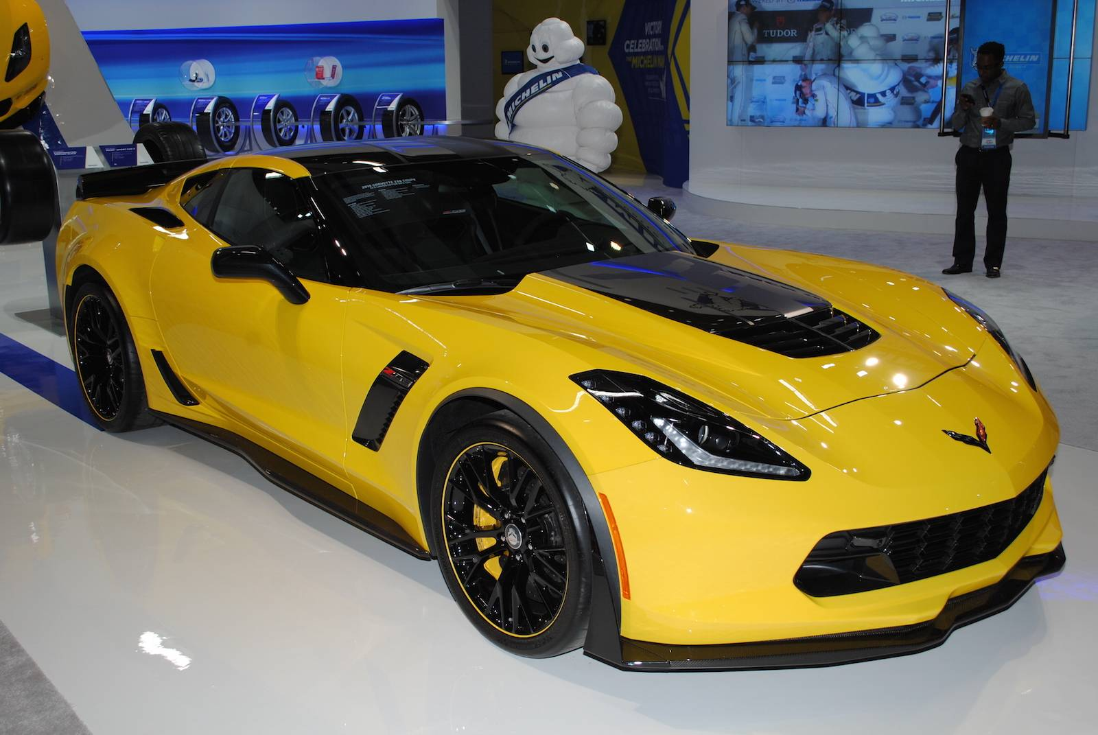 detroit 2016 chevrolet corvette z06 c7 r edition gtspirit. Black Bedroom Furniture Sets. Home Design Ideas
