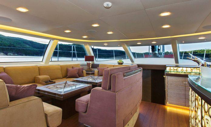 Escapade Sailing Yacht: Main Saloon