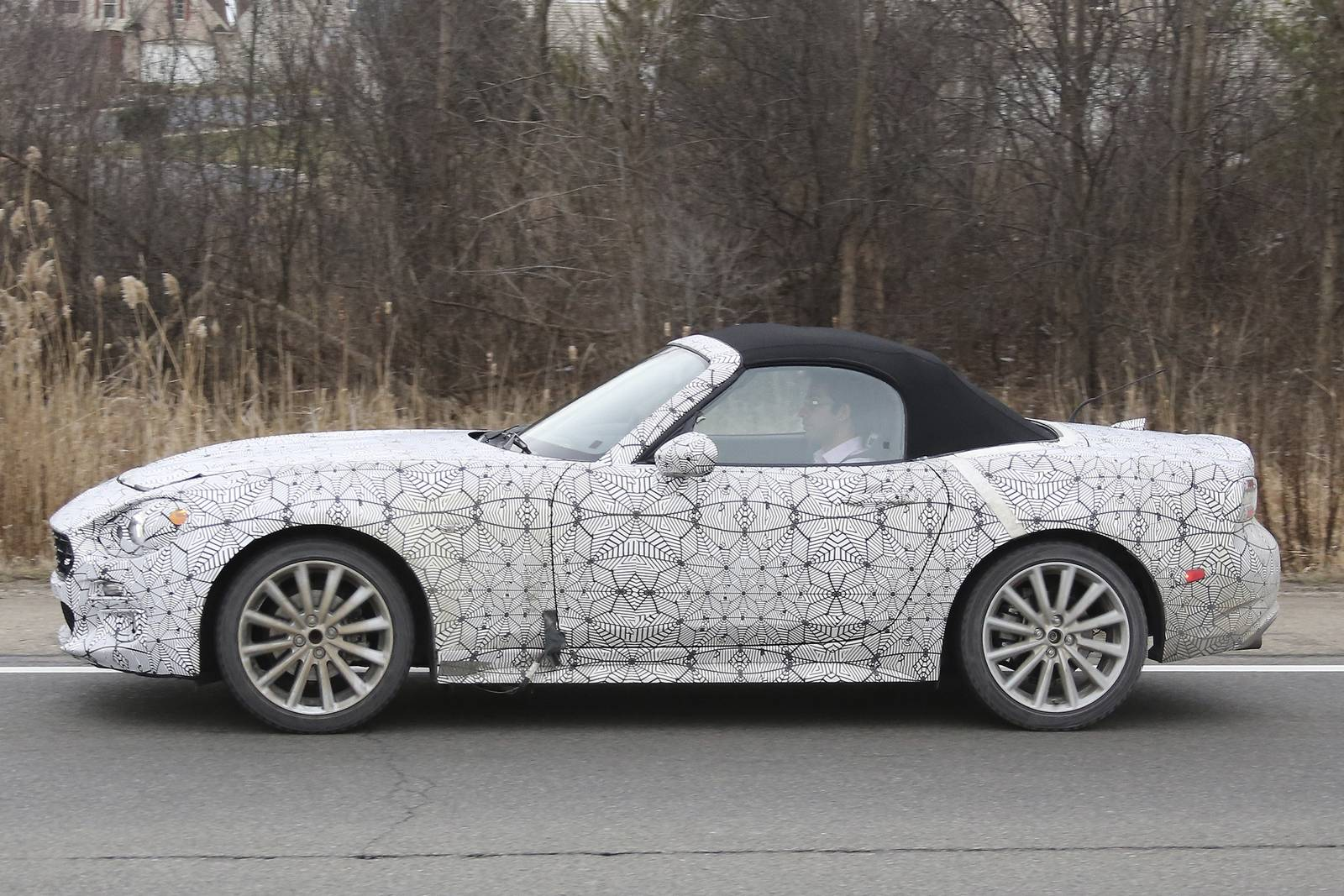 fiat 124 spider abarth spy shots gtspirit. Black Bedroom Furniture Sets. Home Design Ideas