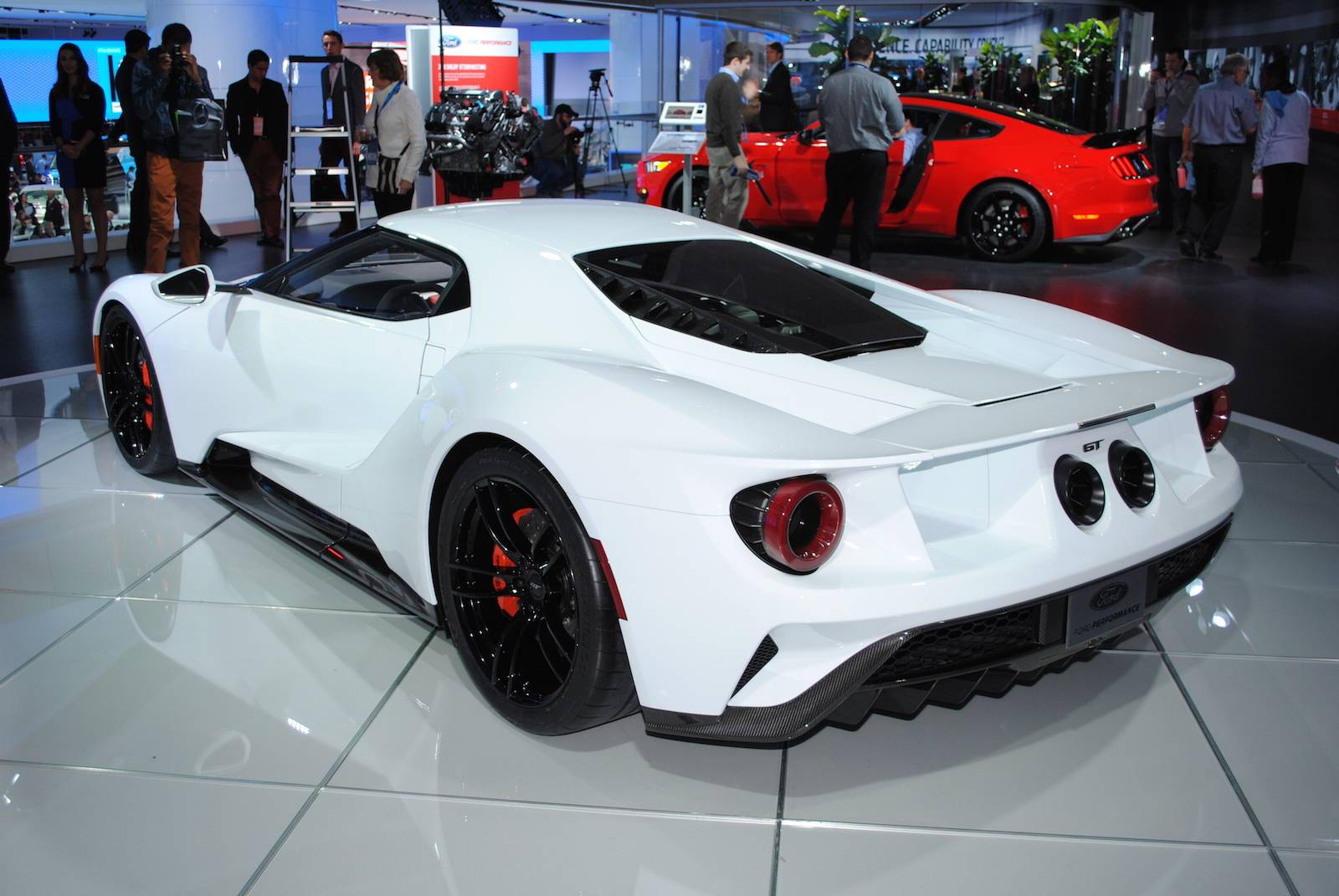 detroit 2016 white ford gt gtspirit. Black Bedroom Furniture Sets. Home Design Ideas